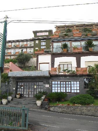 Hotel Primavera Dell'Etna: Hotel Front
