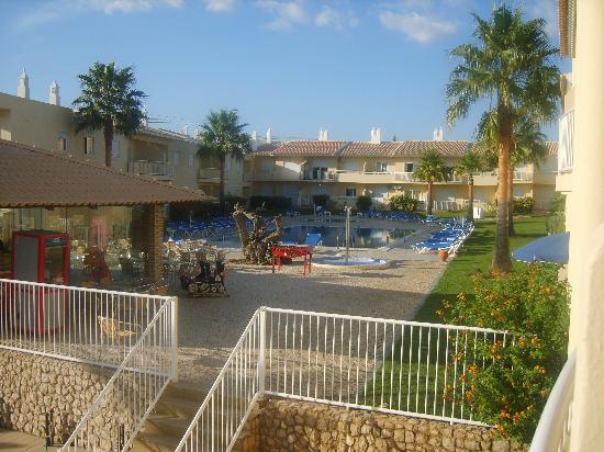 جاردينش فال دو بارا: swimming pool