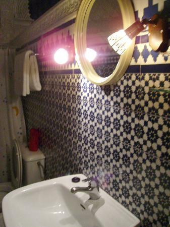 Nuevo Hotel: baño