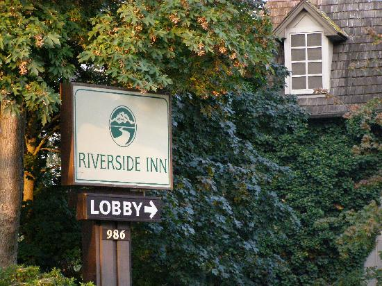 Riverside Inn: entry sign