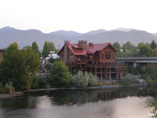 Taprock Northwest Grill : Beautiful riverside location