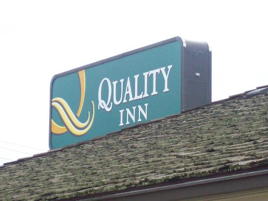 Quality Inn Morehead City: Quality Inn Sign