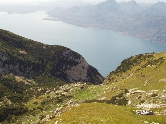 La Corte : Vista sul Garda dal soprastante monte Baldo