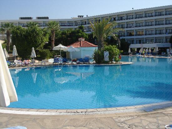 Avanti Hotel: Swim up pool bar