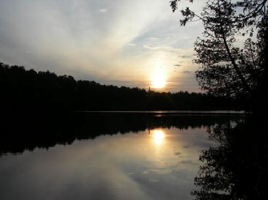 Poplar Creek Guesthouse B&B : Lake Ollie you can row on.