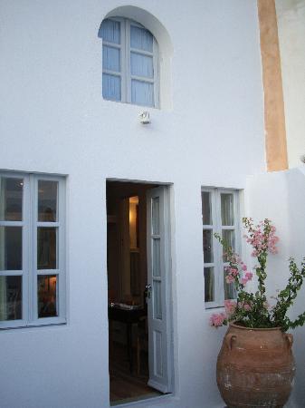 โรงแรมคาทีกีส์: Door to our room