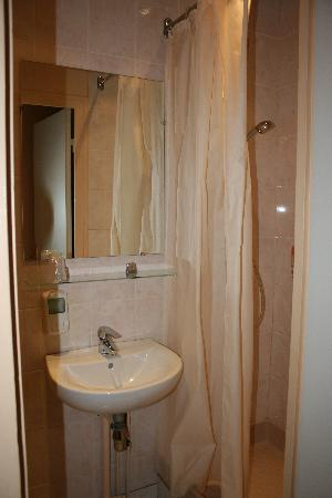 Corail Hotel: Bathroom was clean and new