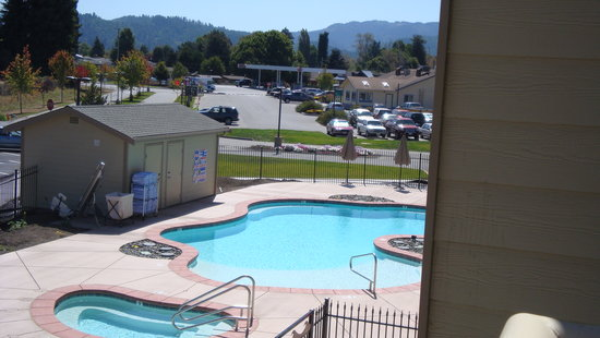 Blue Lake Casino Hotel: pool