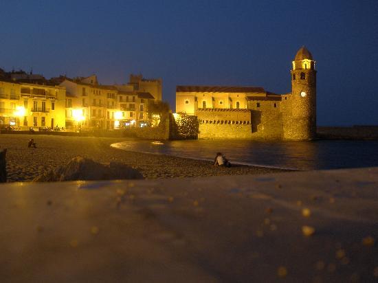 Hotel-Restaurant les Templiers: Harbor at night