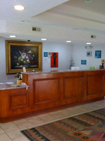 HillSide Inn: Front Desk
