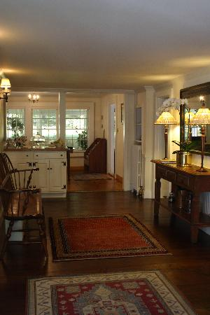 Garden Gables Inn: Entry Hall on the first floor of the Inn - Coffee, Tea, Cider & Cookies in the Back