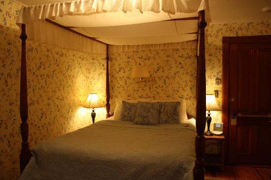 Room # 6 (at night)