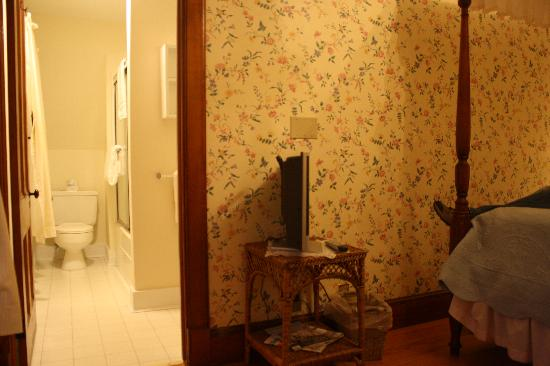Garden Gables Inn: Room #6 - w/ view into private bathroom