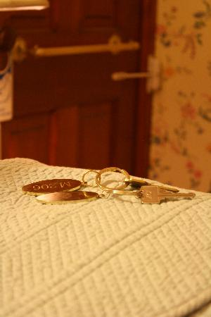 Garden Gables Inn: room keys