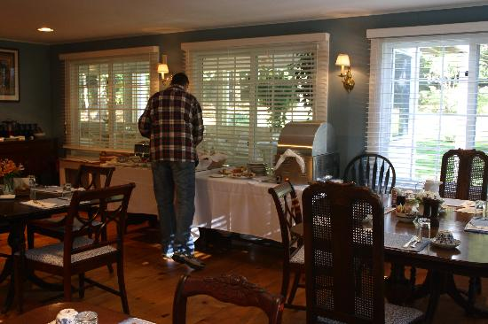 Garden Gables Inn: Breakfast Room