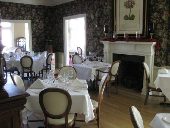 Inn at 202 Dover: A beautiful and cozy dining area