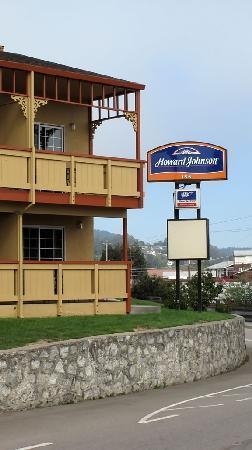 Howard Johnson Santa Cruz Beach Boardwalk : The sign.