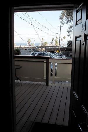 Howard Johnson Santa Cruz Beach Boardwalk: Our front door view with a porch.