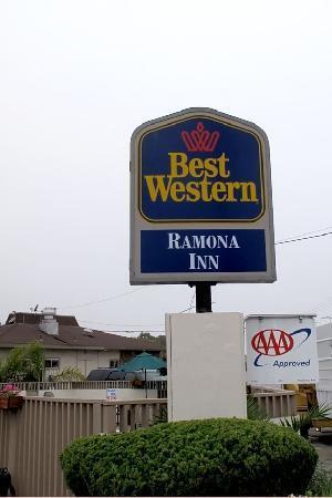 Pacific Inn Monterey: Hotel street sign.