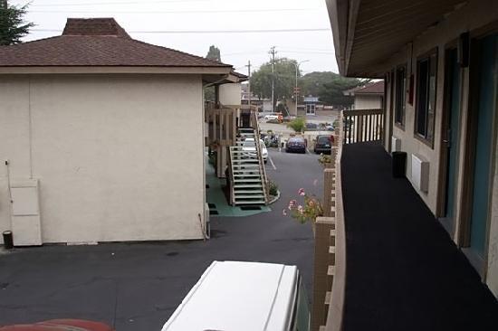 Pacific Inn Monterey : Narrow driveway was not good.