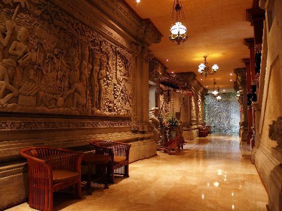 The Royal Pita Maha: Inside the main building
