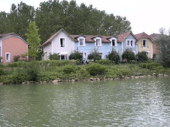 Marciac, Γαλλία: logements vus du lac