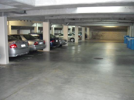 Hot Spot Resort : Basement Parking
