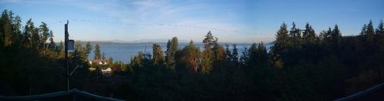 Olympic View Bed and Breakfast Cottage: Panoramic I took from the deck