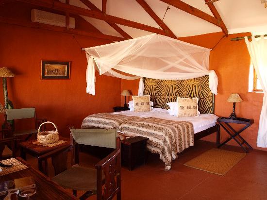 Bagatelle Kalahari Game Ranch: Room of the standard chalet