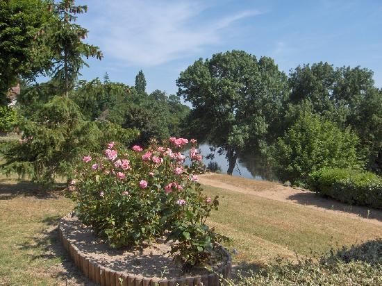 Barrou, France : With its riverside walk