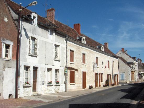 Barrou, France : Along to the restaurant