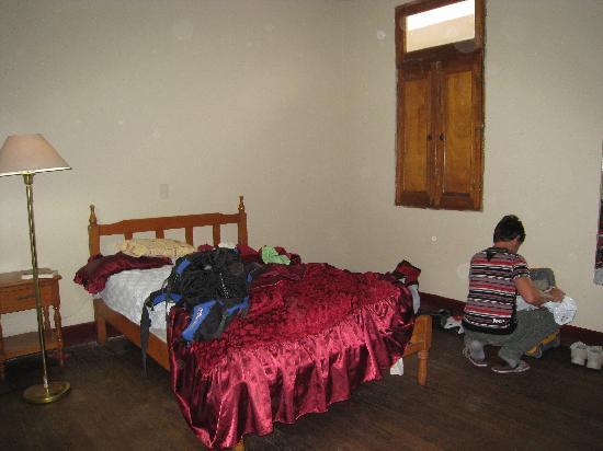 Hostal Salvatierra : the room