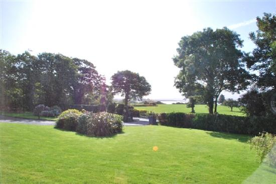 Loch Lein Country House : La cours