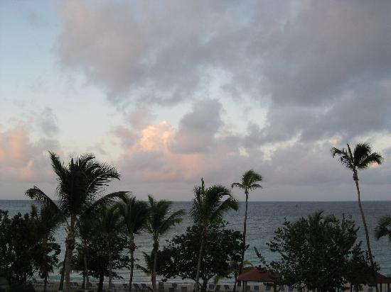 Bluebeard's Beach Club and Villas: Sunset from the room