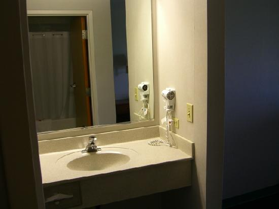 Super 8 Chambersburg/Scotland Area : Mirror