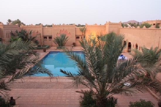 Kasbah Tizimi: La piscine vue d'une de nos chambres