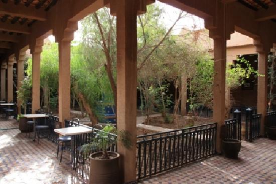 Kasbah Tizimi: Le patio de l'entrée et sa fontaine