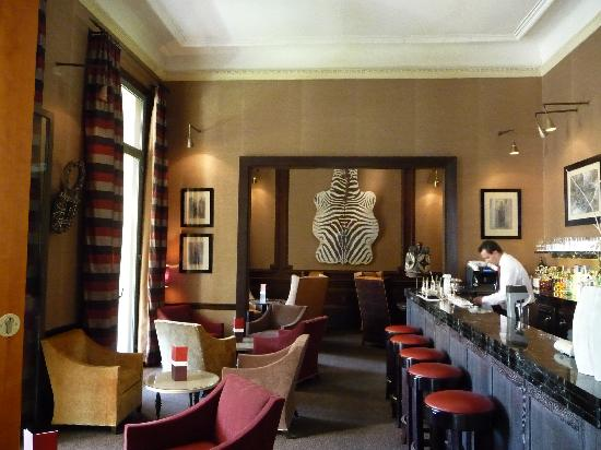 Hotel Royal-Riviera: Bar