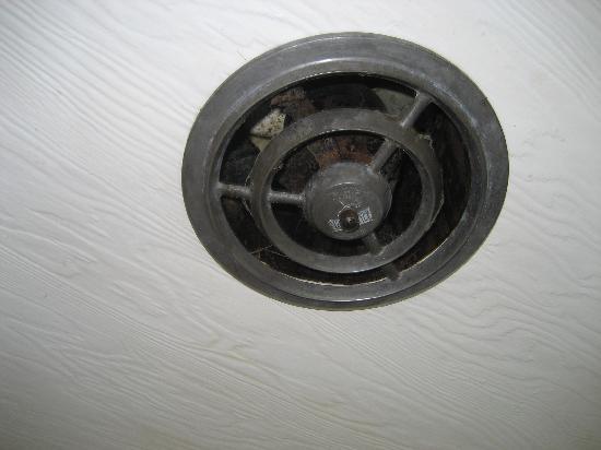 Inn at Arch Rock: Broken dirty exhaust fan