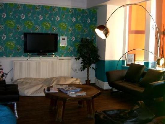NosDa Hostel & Bar: Comfy lounge area...