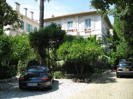 Hotel Le Vendome Villa Claudia: Parking et jardin
