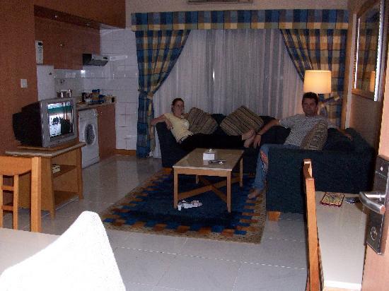 โรงแรมโกลเด้นแซนส์อพาร์ทเม้นท์: living room