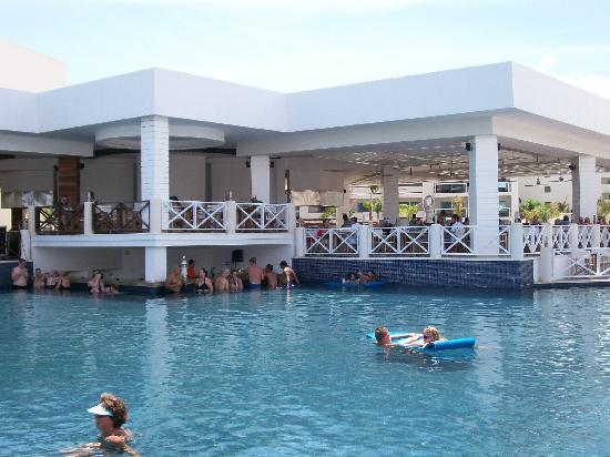 Swim Up Pool Bar Picture Of Secrets Silversands Riviera