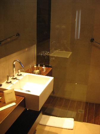 The Glu Hotel: Bathroom