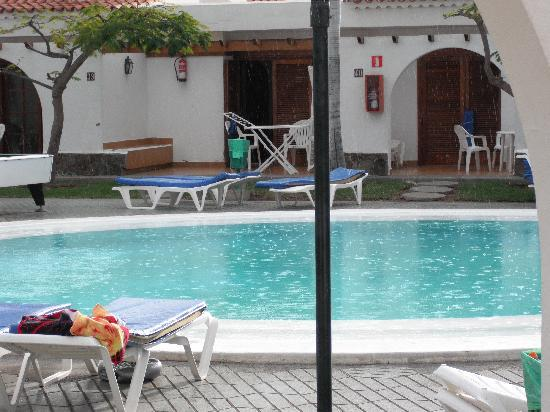 Kiwi Bungalows: a quite day round the pool