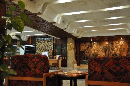 Eatabe Luxor Hotel: Entre le Bar et le Hall, un salon sympa
