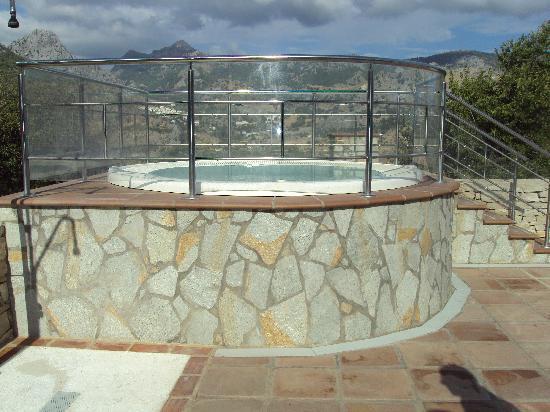 Hotel Fuerte Grazalema: Jacuzzi exterior climatizado