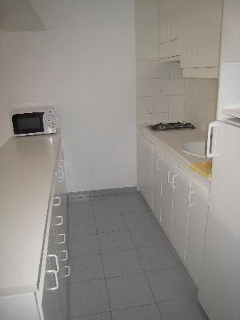 Hotel Lodomar Spa & Talasoterapia: Kitchen in apartment