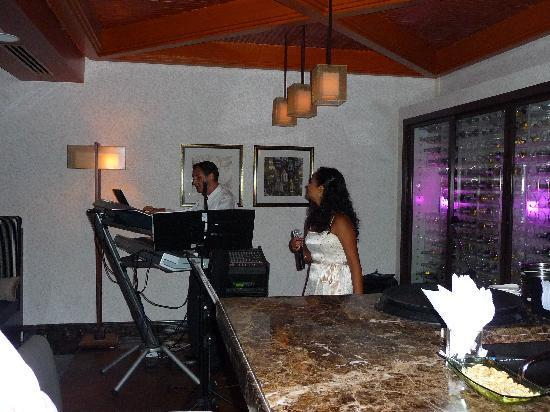 Hilton Ras Al Khaimah Resort Spa The Singers In Xo Bar