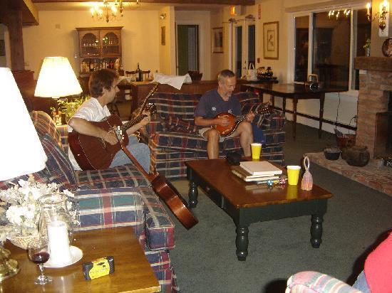 Inn at Mount Snow : Music near the fire ...